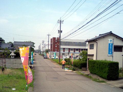 のぼり旗…市役所周辺とかほく市内の目立つ場所に建ててあります。