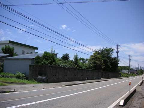 当店前を走る国道です。 青空が心地良いです。