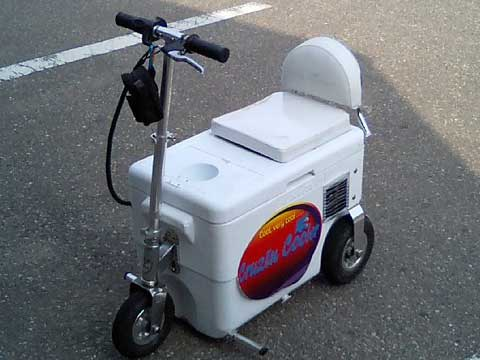 これには笑ってしまいました、クーラーボックスカーです