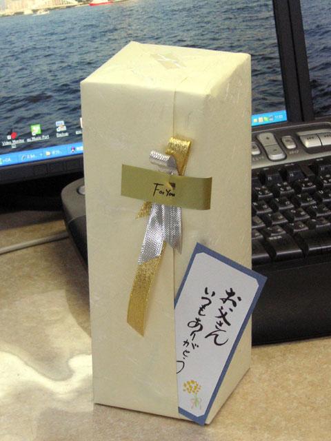 菊姫 加州 剱 720ml 5,000円 をラッピングしたものです