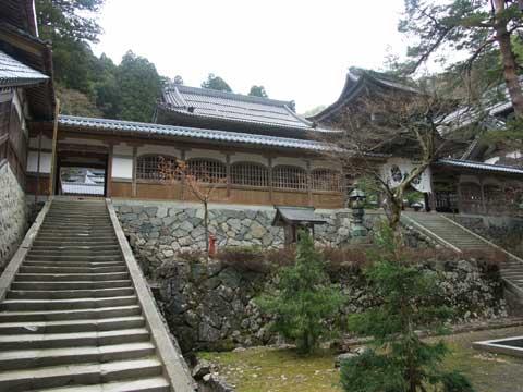 広大な永平寺の階段と建築物(一部だけ)