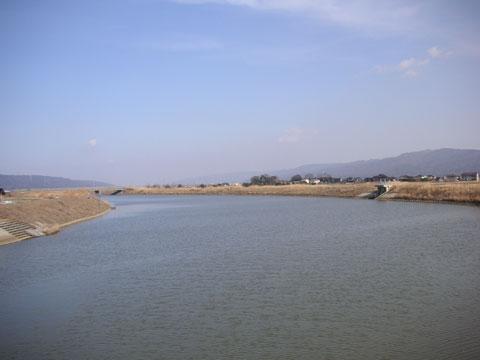 羽咋市釜屋地区にある水門から邑知潟方面を写したもの