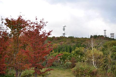 宝達山の山頂公園から見た山頂部