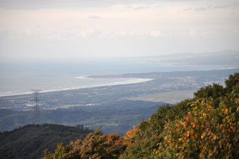 山頂公園にある山の龍宮城展望台から能登方面