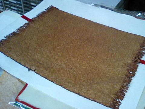 こちらも柿渋を塗った和紙で作られているランチョンマット