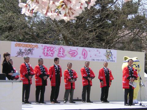 ステージから、桜まつり開催に当たってのあいさつ
