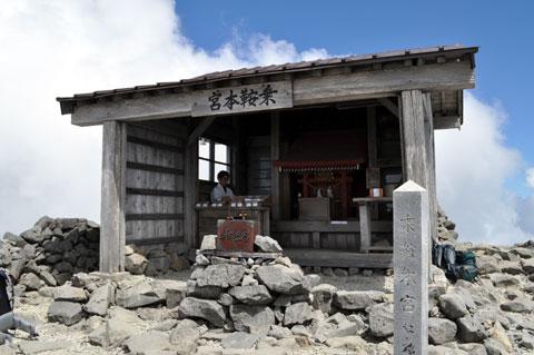 剣ケ峰山頂にまします乗鞍本宮