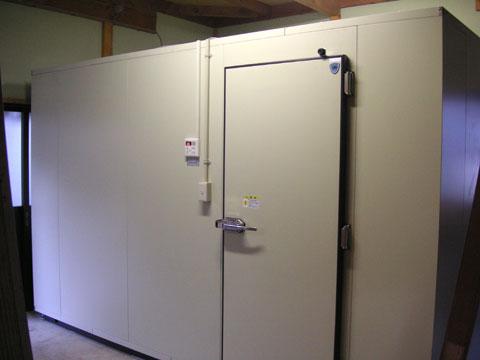 これからお世話になる大型保冷庫