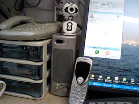 久々に取り出した通話用の機器とWEBカメラ