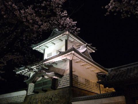 金沢城のシンボルはやはり石川門です。