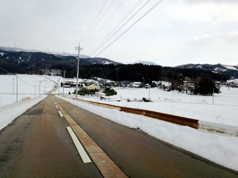 しっかりと除雪された道路 元女地区