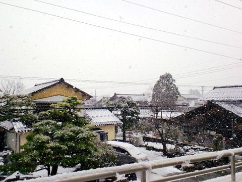 バルコニー越しにみる1月3日の雪景色
