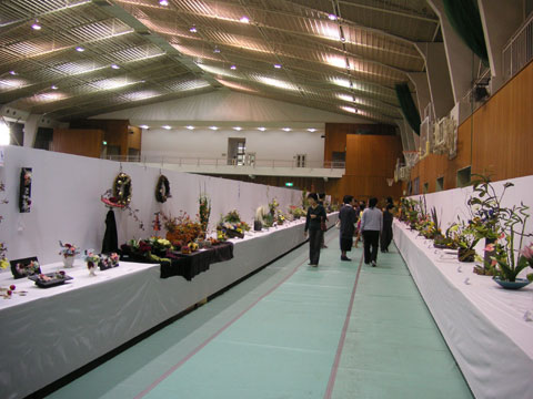 かほく市の文化祭の華道の会場です